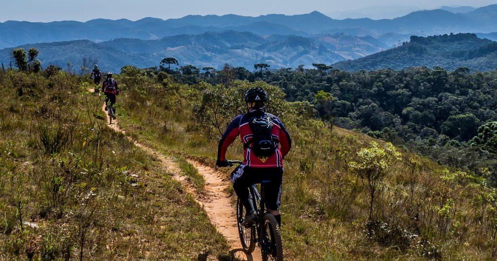Bici su percorsi sterrati turismo in bici