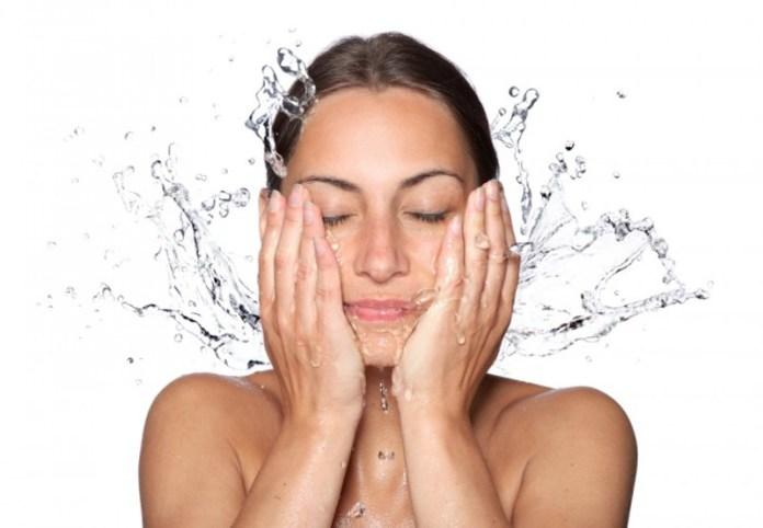 Lavarsi il viso - fonte immagine: Clio make up