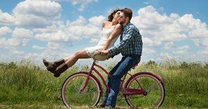 Coppia in bici