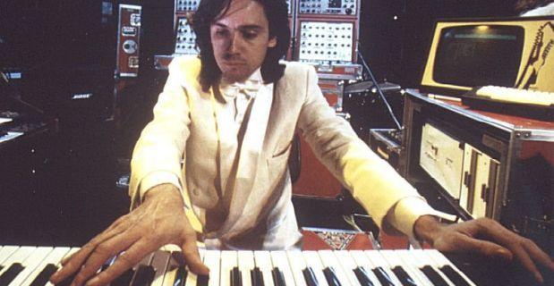 Jean-michel Jarre anni 80 ed i suoi sintetizzatori.
